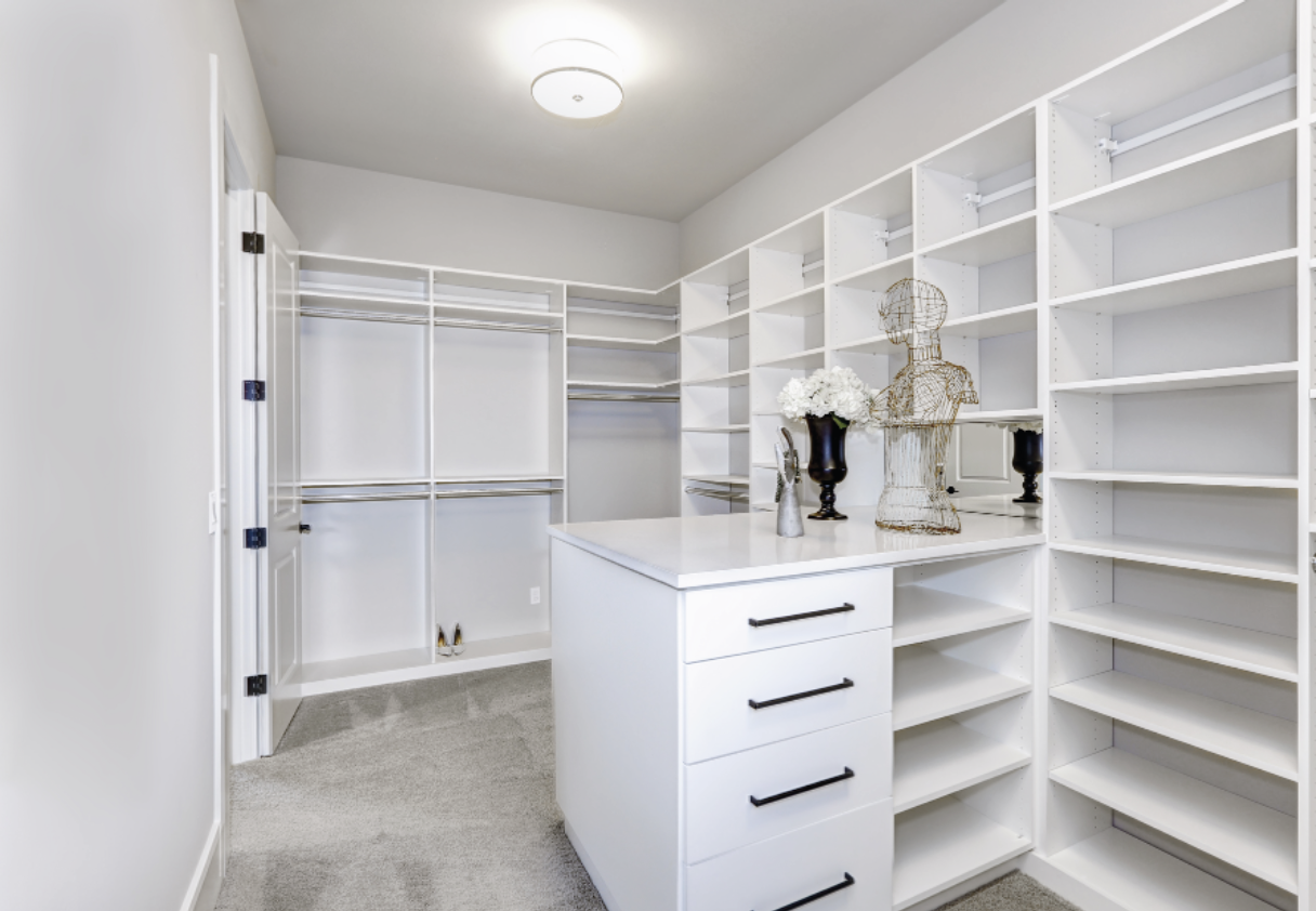 BESPOKE WALK IN WARDROBES CAN TRANSFORM YOUR BEDROOM.