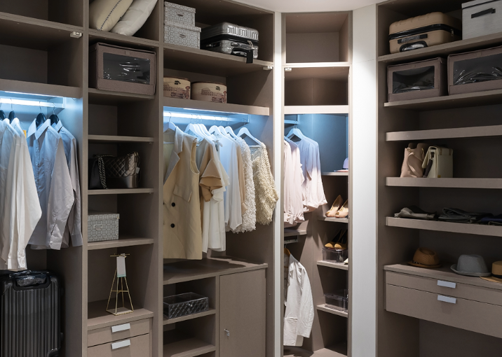 BESPOKE LUXURY FITTED WARDROBES & WALK IN CLOSETS