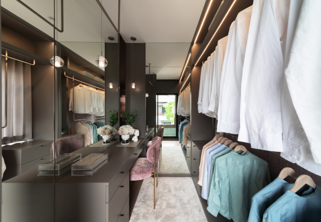 DISCOVER THE BENEFITS OF A BESPOKE DRESSING ROOM
